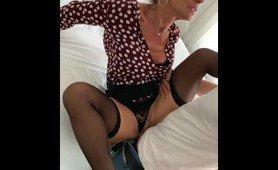 MILF blonde française Marina Beaulieu se fait baiser par un inconnu - MySexMobile